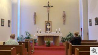Adorers in Chapel 0561